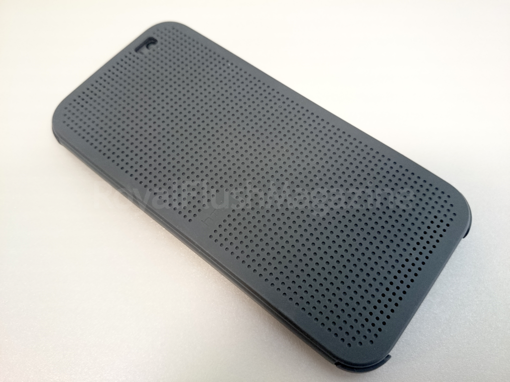 a new retro look htc one dot view case review